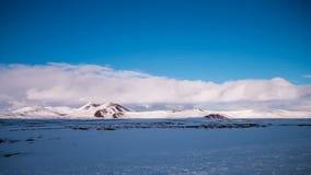 Lapso de tempo da paisagem da montanha do inverno em Islândia, 4K video estoque