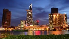 Lapso de tempo da skyline cênico na noite - Vietname de Ho Chi Minh City (Saigon) vídeos de arquivo