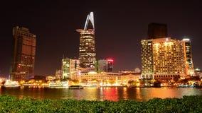 Lapso de tempo da skyline cênico na noite - Vietname de Ho Chi Minh City (Saigon) video estoque