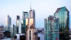 Lapso de tempo da skyline da cidade de Brisbane Austrália do dia à noite video estoque