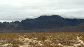 Lapso de tempo das nuvens de tempestade no deserto do Mojave - grampo 5 filme