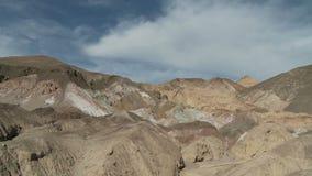 Lapso de tempo das nuvens e das montanhas do deserto - grampo 3 video estoque