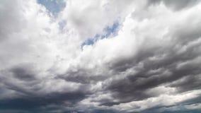 Lapso de tempo das nuvens de tempestade que recolhem na tarde vídeos de arquivo