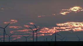 Lapso de tempo das turbinas eólicas video estoque