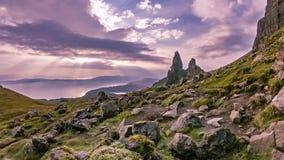 Lapso de tempo do ancião de Stor no outono - ilha de Skye, Escócia video estoque