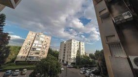 Lapso de tempo do céu do dia ensolarado na cidade de Tel Aviv video estoque