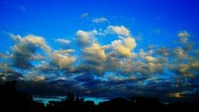 Lapso de tempo do céu nebuloso fotos de stock royalty free