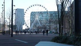 Lapso de tempo do centro de Rotterdam, opinião de roda grande, atração turística vídeos de arquivo