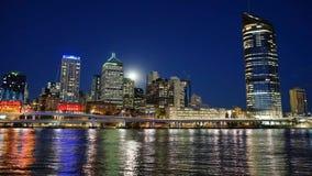 Lapso de tempo do crepúsculo da skyline de Brisbane vídeos de arquivo