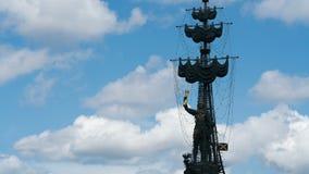 Lapso de tempo do dia de Petr 1 estátua em Moscou video estoque