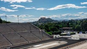 Lapso de tempo do estádio de Panathenaic com opinião da acrópole vídeos de arquivo