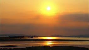 Lapso de tempo do nascer do sol sobre o rio de Khong em Tailândia filme