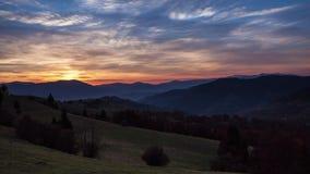 Lapso de tempo do pôr do sol na montanha do inverno vídeos de arquivo