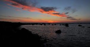 Lapso de tempo do por do sol em um beira-mar video estoque