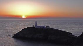 Lapso de tempo do por do sol no farol sul da pilha - Anglesey, Gales vídeos de arquivo