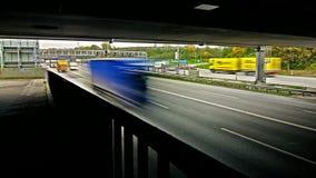 Lapso de tempo do tráfego da estrada/estrada vídeos de arquivo