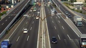 Lapso de tempo do tráfego de caminhão ocupado na estrada japonesa - Tóquio Japão filme