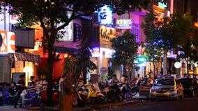 Lapso de tempo do tráfego de cidade na noite - Ho Chi Minh City Vietnam video estoque