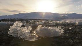 Lapso de tempo dos turistas na lagoa Jokulsarlon da geleira, Islândia video estoque