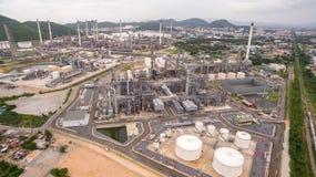 Lapso de tempo industrial da vista na planta de refinaria de petróleo fotos de stock royalty free