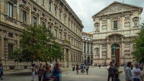 Lapso de tempo Italia do panorama 4k do quadrado do manzoni de alexander do centro de cidade de Milão do dia ensolarado filme