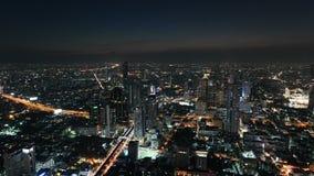 lapso de tempo 4K da ideia aérea da ideia do tráfego da arquitetura da cidade de Banguecoque na noite filme