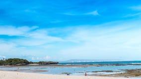 lapso de tempo 4K da praia tropical no dia ensolarado Ilha de Bali, Indonésia, vídeo do timelapse filme