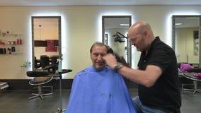 Lapso de tempo de um corte de cabelo video estoque