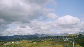 Lapso de tempo Vista do monte na paisagem do outono vídeos de arquivo