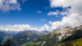 Lapso de tiempo alpino de verano de Grossvenediger almacen de video
