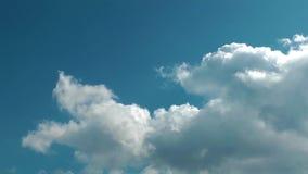 Lapso de tiempo brillante de las nubes almacen de video