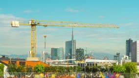 Lapso de tiempo céntrico del panorama 4k del tejado de la construcción de la ciudad de Milano del día de verano Italia metrajes