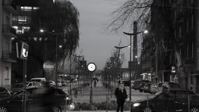 Lapso de tiempo, calle de la ciudad en la oscuridad almacen de metraje de vídeo
