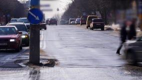 Lapso de tiempo de coches en el camino metrajes
