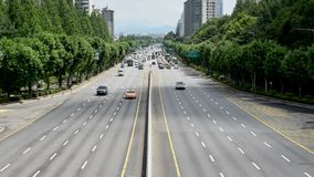 Lapso de tiempo Coches que se mueven suavemente sin tráfico en Seul, Corea metrajes