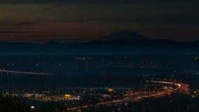 Lapso de tiempo de i205 sobre el río Columbia de la puesta del sol en noche con los rastros ligeros almacen de metraje de vídeo