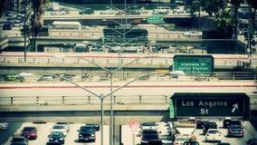 Lapso de tiempo de la autopista sin peaje céntrica ocupada - Los Ángeles almacen de metraje de vídeo