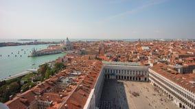 Lapso de tiempo de la basílica 4k del saludo del della de Santa María del campanil del día Venecia Italia almacen de metraje de vídeo