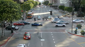 Lapso de tiempo de la calle ocupada de la ciudad en Los Ángeles céntrico día almacen de video