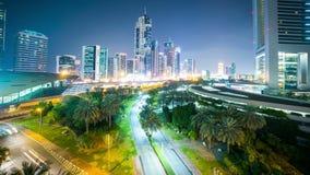 Lapso de tiempo de la calle que camina 4k del centro de ciudad de Dubai metrajes