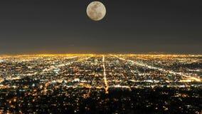 Lapso de tiempo de la luna que sube sobre Los Ángeles - clip 2 metrajes