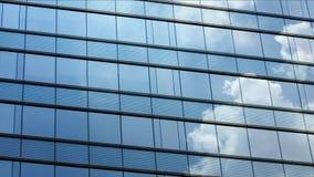 Lapso de tiempo de la nube en ventana almacen de video