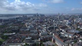 Lapso de tiempo de la opinión aérea 4K del centro de ciudad de Liverpool
