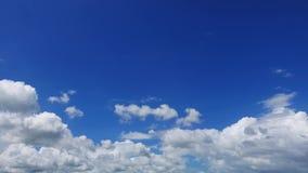 Lapso de tiempo de la paralaje de las nubes de cúmulo almacen de metraje de vídeo