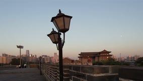 Lapso de tiempo de la puesta del sol en la pared de la ciudad de Dongbianmen, metrajes