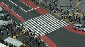 Lapso de tiempo de la travesía peatonal ocupada desde arriba - Shibuya, Tokio Japón de la calle metrajes