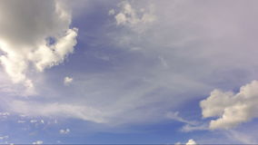 Lapso de tiempo de las nubes blancas almacen de video