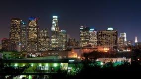 Lapso de tiempo de Los Ángeles céntrico en la noche - 4K - 4096x2304 almacen de metraje de vídeo