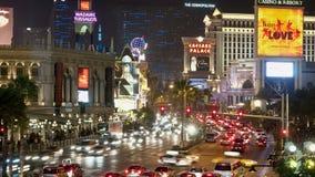 Lapso de tiempo de los casinos de la tira de Las Vegas en la noche almacen de metraje de vídeo