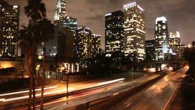 Lapso de tiempo de los edificios y de la autopista sin peaje céntricos Los Ángeles - clip 1 del LA metrajes